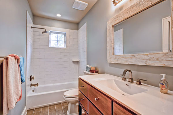 1344463427_Jack-and-Jill-bathroom