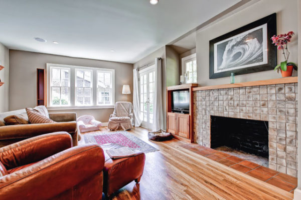 1344463456_Living-Room-with-terra-cotta-tile-fireplace-surround1 (1)