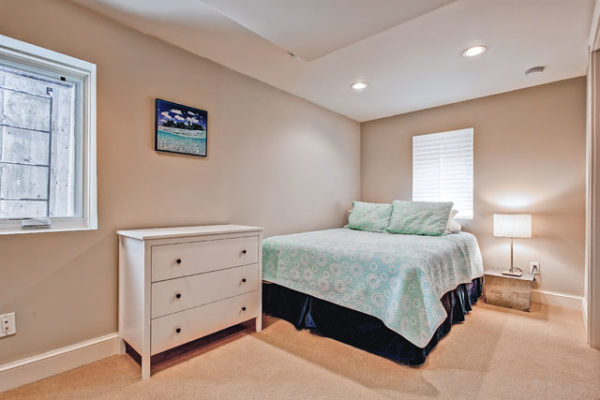 1344463472_Lower-level-bedroom1 (1)