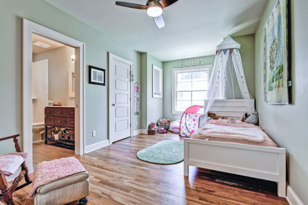1344463548_Second-floor-bedroom-with-large-walk-in-closet (2)