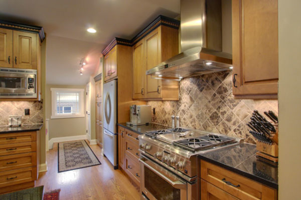 1344875651_Custom-kitchen-with-maple-cabrinetry
