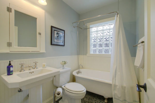 1344875728_Powder-room-with-refinished-clawfoot-tub