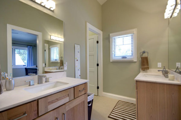 1344886200_Jack-and-Jill-bathroom-with-limestone-counterrops