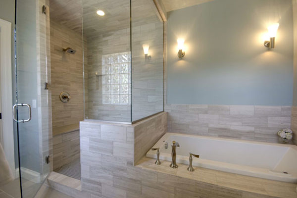 1344886203_Master soaking tub and steam shower