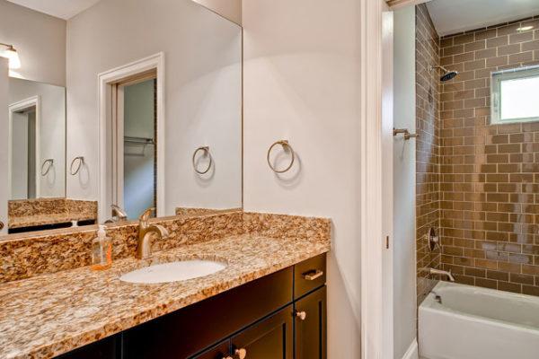 1345686896_22-2nd-Floor-Bathroom