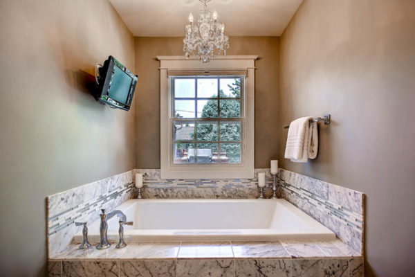 990-S-Monroe-Denver-CO-80209-large-017-Master-Bathroom-1500x1000-72dpi (2)