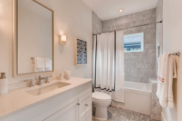 442 S Vine St Denver CO 80209-large-030-43-2nd Floor Bathroom-1500x1000-72dpi